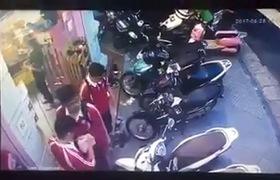 Video: Nam thanh niên bảnh bao bẻ khóa trộm xe SH trong tích tắc