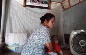 Video: Bảo mẫu kể lại quá trình người mẹ nhờ trông con rồi bỏ đi biền biệt suốt 12 năm