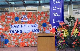 Video: Bài nói chuyện cực xúc động của thầy Văn Như Cương nhân dịp khai giảng năm học mới