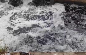 Video: Choán trước cảnh nước phục vụ tưới tiêu bẩn hơn nước cống