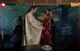"""""""Tam sinh tam thế Thập lý đào hoa"""": Đông Hoa tình tứ che ô cho Phượng Cửu khi cùng nàng đi dưới mưa"""