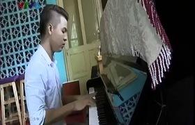 """Nói chưa từng gặp Dương Cầm nhưng Đỗ Hiếu lại ngồi cùng đàn anh ở """"Bài hát Việt"""" vào tháng 5/2014"""