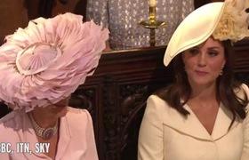 """Khoảnh khắc công nương Kate """"liếc nhìn"""" mẹ chồng trong lễ cưới của cặp đôi Harry - Meghan."""
