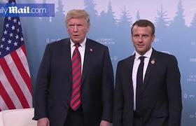 Cái bắt tay mãnh liệt giữa ông Trump và Tổng thống Pháp.