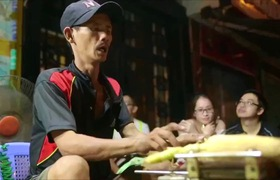 Bắp nướng ngon nhất Sài Gòn - Để được ăn, người ta phải bốc số và chờ cả tiếng!