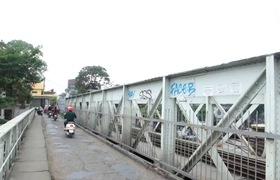 Hà Nội: Hãi hùng cảnh những con nghiện tiêm chích giữa ban ngày ở cầu Long Biên