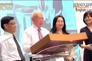 Lý Quang Diệu phát biểu cho rằng Tiếng Anh Mỹ nên là ngôn ngữ được nói tại Singapore
