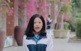 Học sinh Lương Thế Vinh hát mong thầy Văn Như Cương chóng khỏe