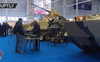 """Robot quân sự Nga """"khoe dáng"""" trong triển lãm"""