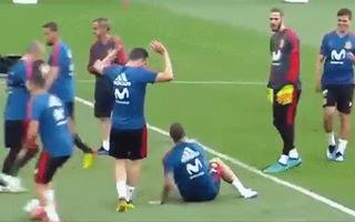 Ramos diễn lại pha ngã vờ của Ronaldo
