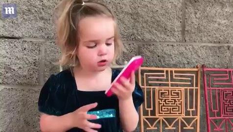 Cô bé 3 tuổi thành hiện tượng mạng nhờ khả năng