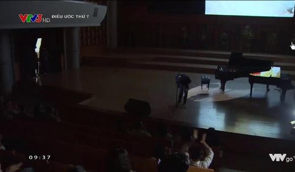 Diễn viên Quốc Tuấn oà khóc khi nghe con trai đánh đàn