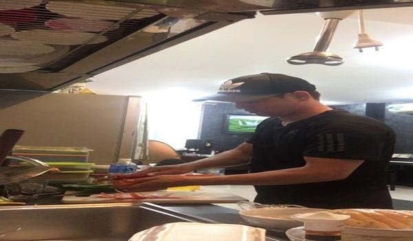 Ưng Đại Vệ tự tay vào bếp nấu ăn cho con gái