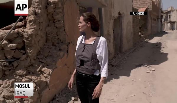 Angelina ghé thăm thành phố Mosul.