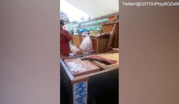 Mổ cá xong, đầu bếp sững người khi thấy cảnh tượng này