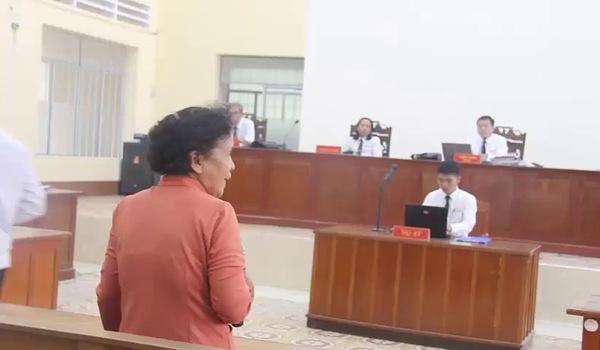 Xét xử vụ án bé gái 13 tuổi nghi bị xâm hại, người nhà bị cáo gây náo loạn sau phiên tòa.