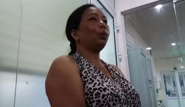Người mẹ kể lại giây phút nghe cuộc điện thoại của con gái báo tin bị gãy chân