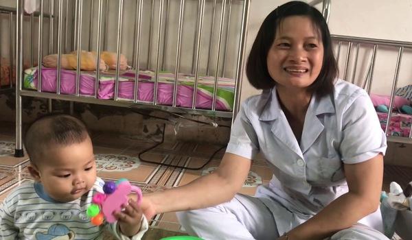 Cuộc sống cuả bé Kh. tại trung tâm bảo trợ kể từ sau ngày mẹ bỏ rơi