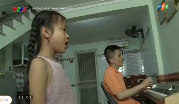 """""""Gương mặt thân quen nhí"""": Tú Thanh hóa thân thành cố nghệ nhân Hà Thị Cầu."""