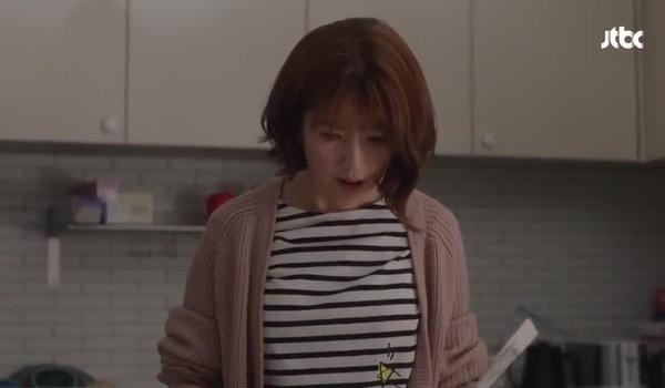 """Tập 8 """"Chị đẹp mua cơm ngon cho tôi"""": Chị gái Joon Hee phát hiện ra tập tranh vẽ hình Jin Ah của anh"""