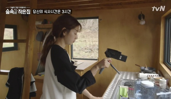 "Tập 3 ""Little house in the forest"": Park Shin Hye và món cơm rang kimchi"