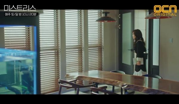 """Tập 7 """"Những cô nhân tình"""": Đoạn phim Jung Won và Min Gyu """"ân ái"""" bất ngờ bị phát tại nhà Jung Won"""