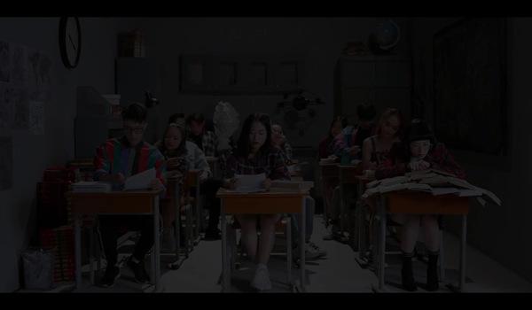 """Chi Pu xuất hiện với hình tượng xấu xí trong MV Story Ver """"Đóa hoa hồng (Queen)"""""""