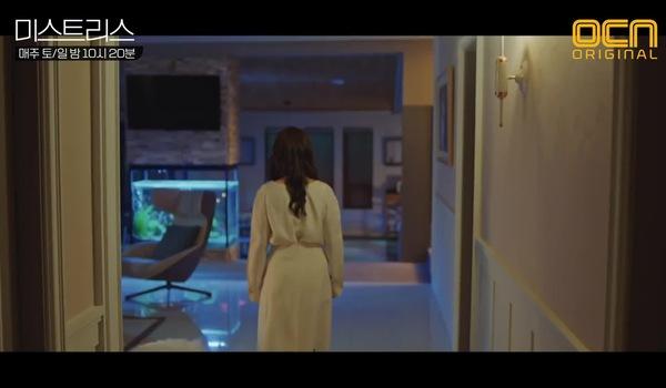 """Tập 8 """"Những cô nhân tình"""": Jung Won xem hộp đen xe của chồng và phát hiện Dong Seok đánh Min Gyu"""