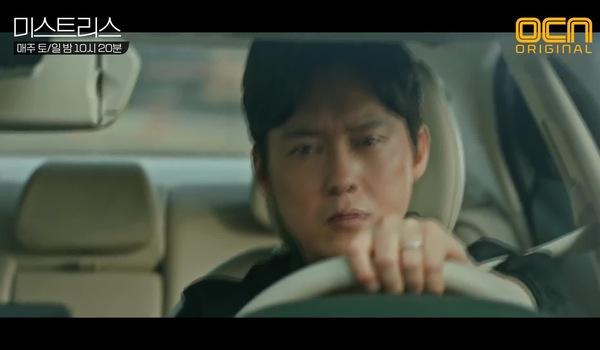 """Tập 9 """"Những cô nhân tình"""": Hwang Dong Seok mang băng ghi âm vứt xuống sông"""