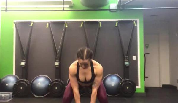Bài tập với tạ ấm - Gập lưng nâng tạ