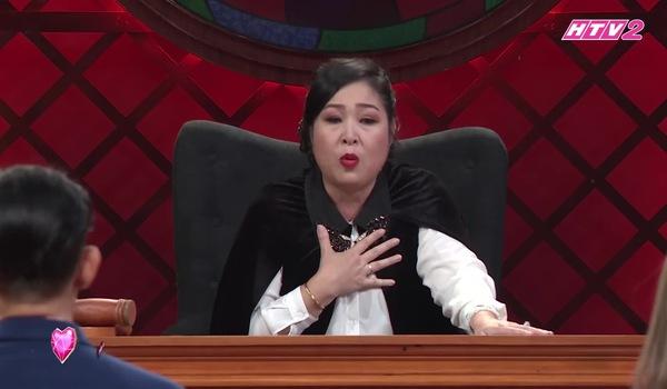 """Tập 10 """"Phiên tòa tình yêu"""": Hồng Vân khuyên con gái Hữu Tiến đừng để cha đơn độc"""