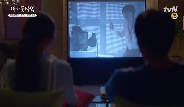 """About Time"" tập 9: Do Ha - Mika trao nhau nụ hôn trên ghế sofa"
