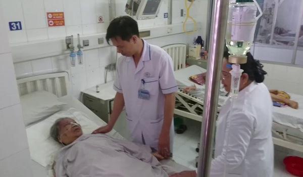 Cụ bà 97 tuổi ngưng tim, ngưng thở sau bữa cơm với người thân.