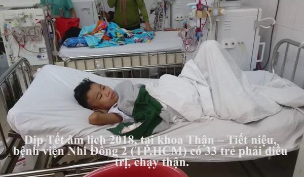 Những đứa trẻ chạy thận trong bệnh viện.