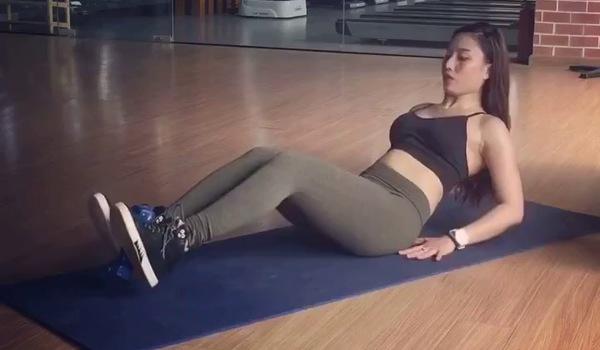bài tập co chân giảm mỡ bụng