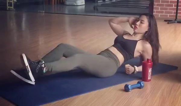 bài tập vặn xoắn giảm mỡ bụng