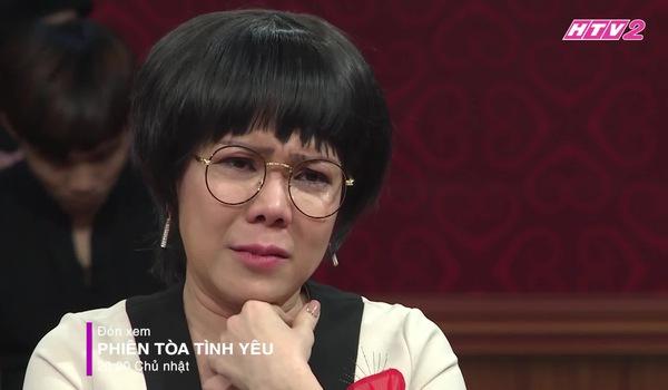 Phiên tòa tình yêu- Việt Hương khóc cho hoàn cảnh các nữ nghệ sĩ
