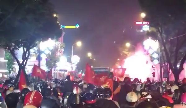 CĐV ăn mừng chiến thắng của đội tuyển U23