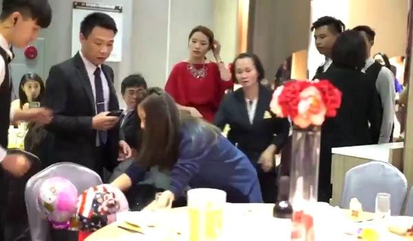 Hotgirl Bella phiên bản Đài Loan: Xông vào đám cưới ngồi, bị mời ra thì đập phá rồi cuỗm túi kẹo chạy mất