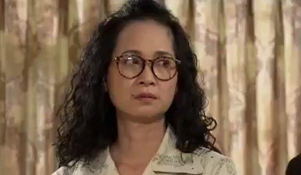 """Tập 8 """"Sống chung với mẹ chồng"""": Nhân vật cô Hằng xinh đẹp, trẻ trung đã chính thức xuất hiện"""
