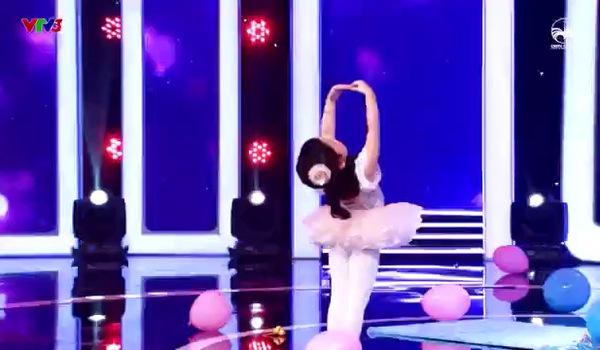 """Gala """"Biệt tài tí hon"""": Mộc Quế Anh, Minh Khánh giới thiệu văn hóa thế giới bằng màn hát nhép siêu đáng yêu"""