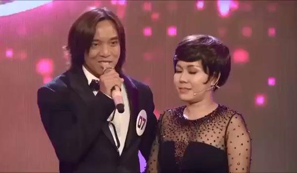 """""""Ca sĩ bí ẩn"""": Việt Hương và chồng xúc động nói về cuộc hôn nhân 11 năm nhưng ít được ở gần nhau."""