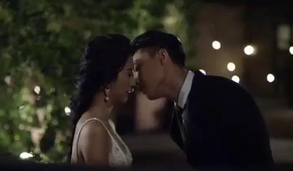 """""""Đời cho ta bao lần đôi mươi"""": Đoạn clip hé lộ cảnh hôn của Quỳnh Anh Shyn và trai đẹp."""