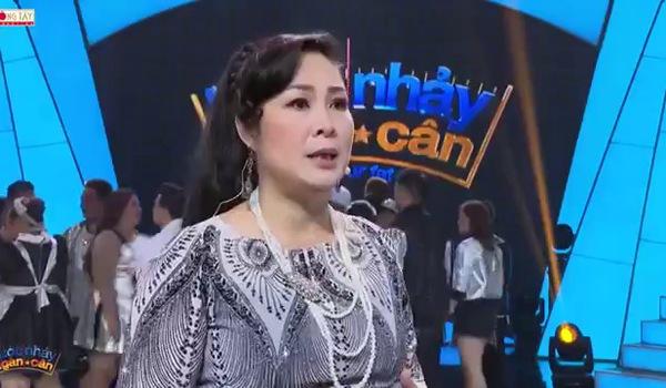 """John Huy Trần - Việt Hương - Hồng Vân trải lòng về việc ngồi ghế nóng """"Bước nhảy ngàn cân 2017""""."""