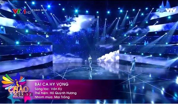 """Hồ Quỳnh Hương bị chê bai ăn mặc không phù hợp khi hát ca khúc """"Bài ca hy vọng"""""""