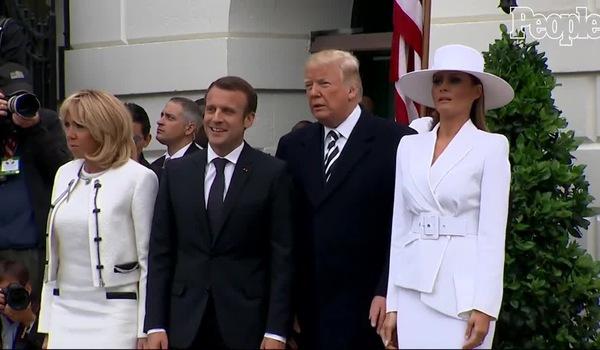 Clip ghi lại khoảnh khắc lúng túng của Tổng thống Mỹ với phu nhân của mình.
