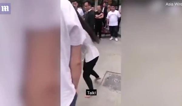 Clip vợ đi chân trần đánh ghen bồ nhí của chồng