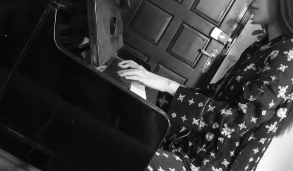 Hậu scandal, Nam Em chơi đàn piano giải khuây