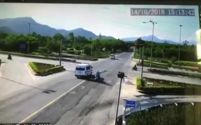 Clip: Xe cấp cứu chở bệnh nhân ung thư va chạm kinh hoàng với ô tô con, 5 người trọng thương. Thực hiện: Hà Nam.