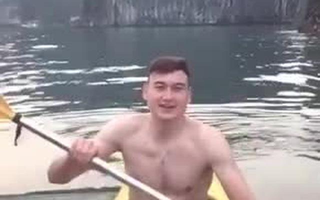 Đặng Văn Lâm khoe body 6 múi, khoe giọng hát đốn tim fan hâm mộ